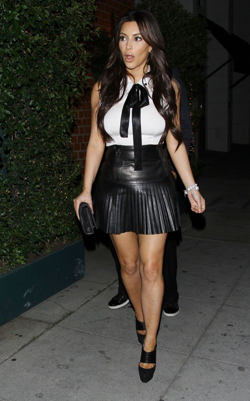Kim Kardashian leaving mr. chow restaurant a